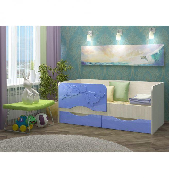 пример кровати дельфин для детей в теплых тонах