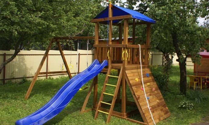 пример маленькой детской площадки с горкой