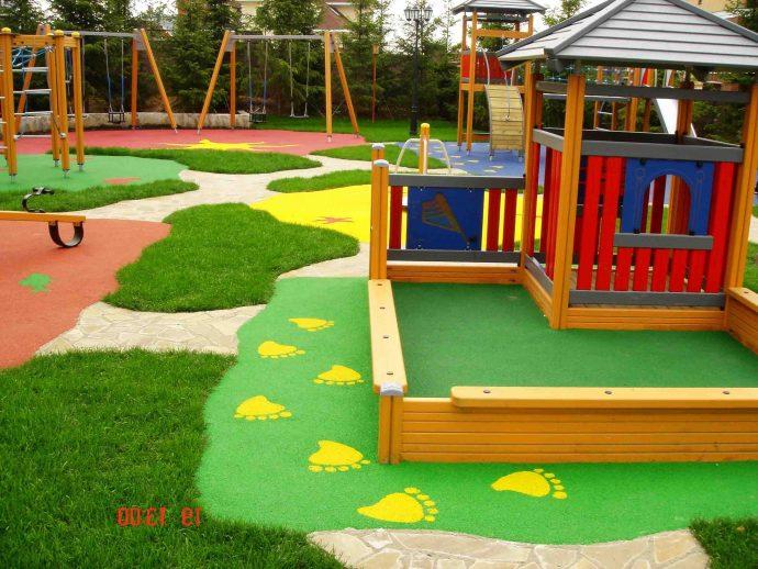 изготовление небольшой детской площадки с качелями