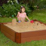 идея детской песочницы во дворе на даче с бортиками