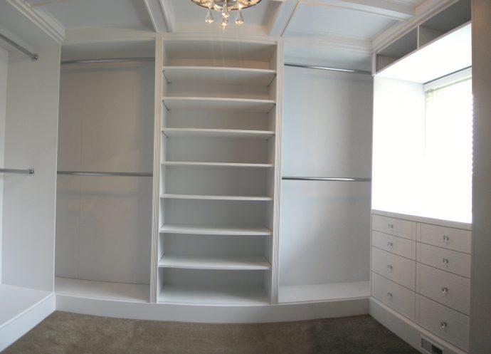 пример шкаф светлый в прохожей комнате