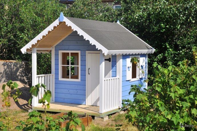 пример красивого игрового домика из массива дерева