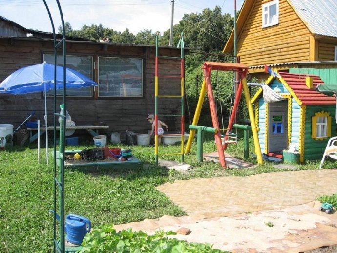 просторная детская площадка своими руками
