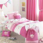 яркие шторы в спальню в интерьере спальни дизайн