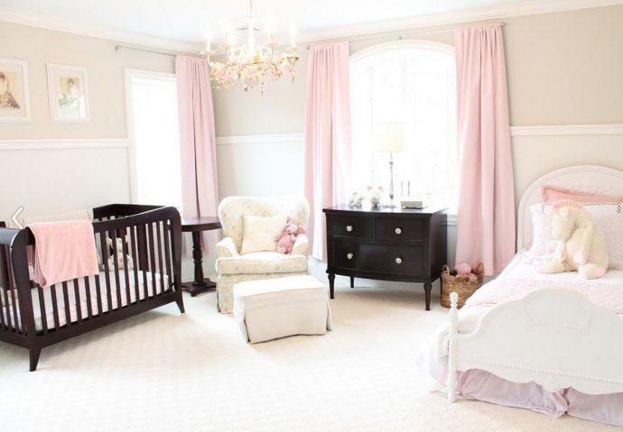 цветные шторы в детскую комнату в интерьере спальни