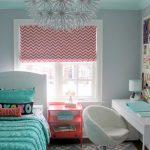 цветные шторы в спальню в интерьере комнаты дизайн