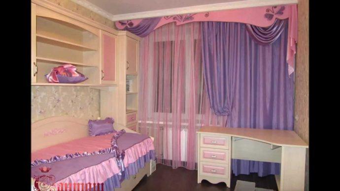 светлые шторы в комнату в интерьере комнаты