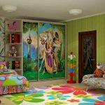 яркий шкаф в детскую спальню фото