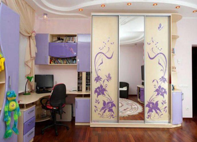 прозрачный шкаф в детскую