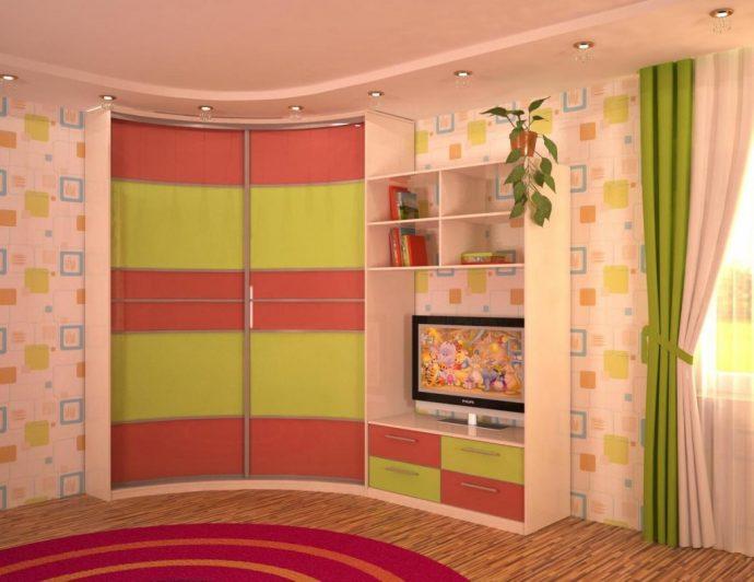 яркий шкаф в спальню