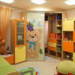 цветной шкаф в детскую комнату картинка