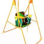 конструкция компактной детской качели из дерева
