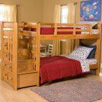 пример детской кроватки трансформера с выдвижными полками