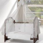 шикарный балдахин на кроватку в дизайне комнаты пример дизайна