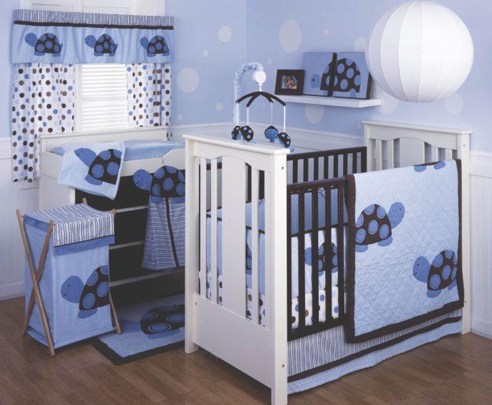 большая кроватка в комнате