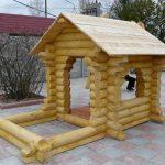 конструкция детского домика из дерева во двор