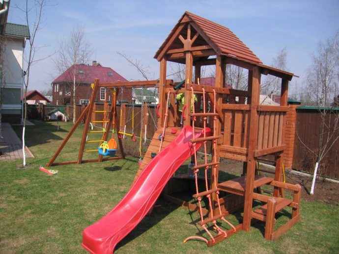 пример детского домика из массива для дома
