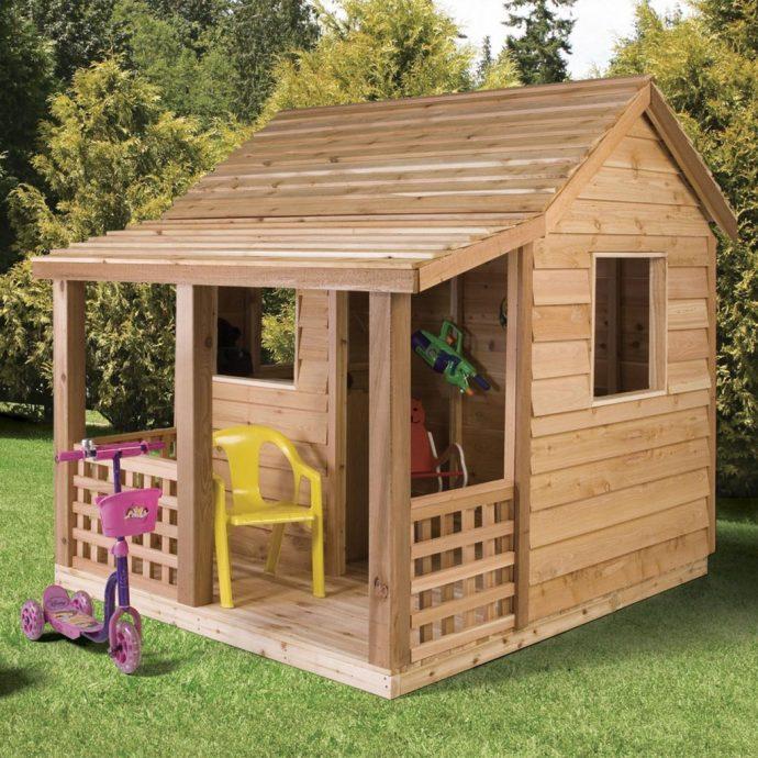 конструкция детского игрового домика во дворе