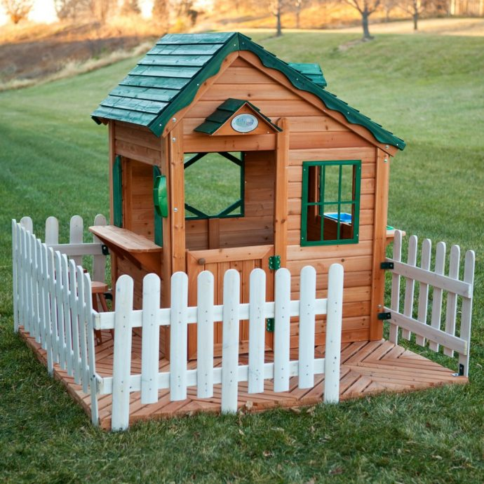 конструкция дачного детского домика на улице