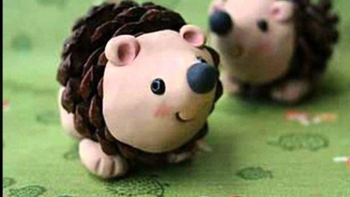 смешная игрушка животное из шишки сделанная вручную картинка