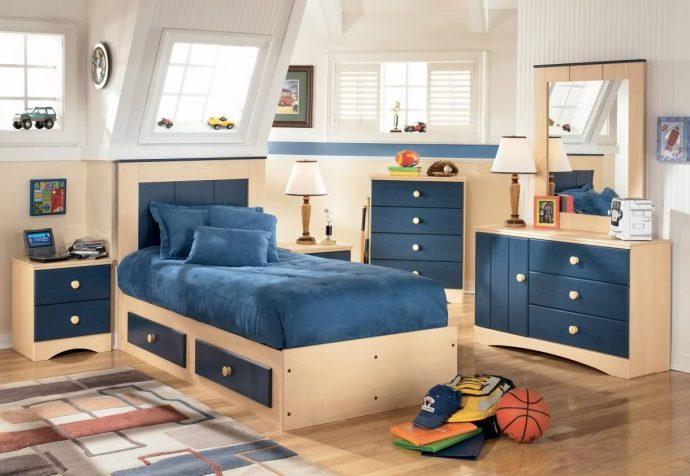 светлая мебель для мальчика в спальню пример фото