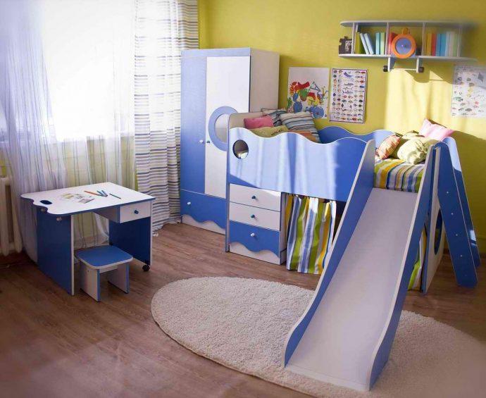 яркая мебель для мальчика в детскую спальню дизайн