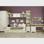 яркая функциональная мебель в детскую для девочки фото