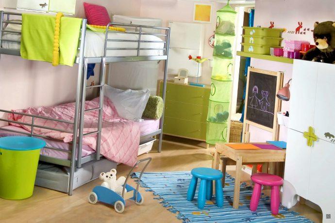 яркая детская спальня для двух мальчиков дизайн фото
