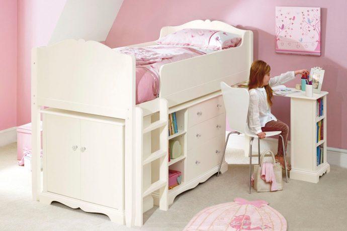 светлая функциональная мебель в спальню для девочки