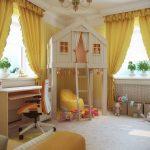яркие шторы в спальню для девочки в интерьере комнаты дизайн