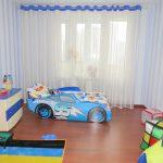 светлые шторы в комнату для мальчика в интерьере комнаты дизайн