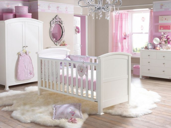 цветные шторы в спальню для девочки в интерьере спальни