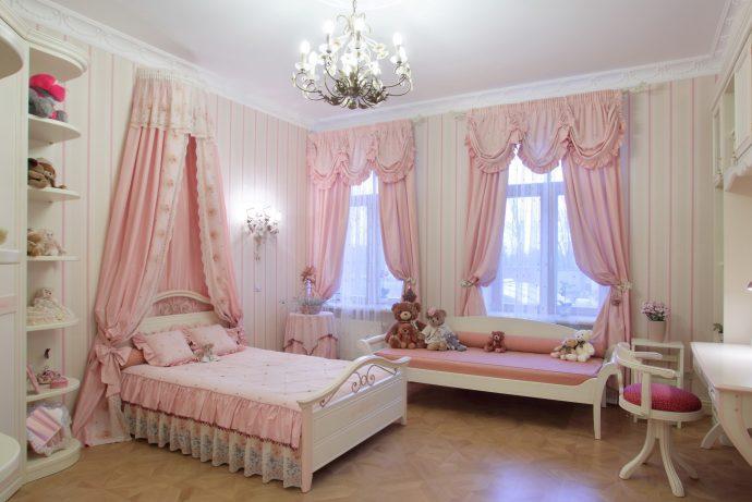 прозрачные шторы в спальню в интерьере