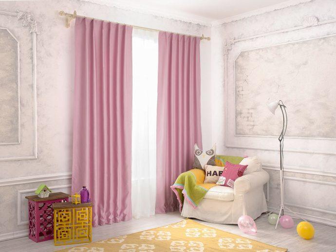 светлые шторы в детскую комнату в интерьере комнаты