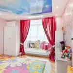 светлые шторы в комнату в интерьере спальни фото
