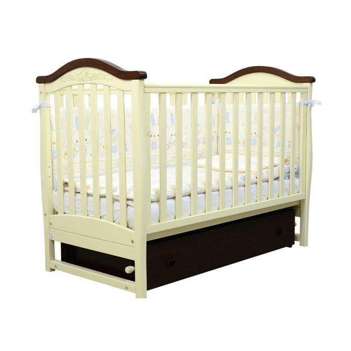красивая детская кроватка маятник для мальчика из дерева