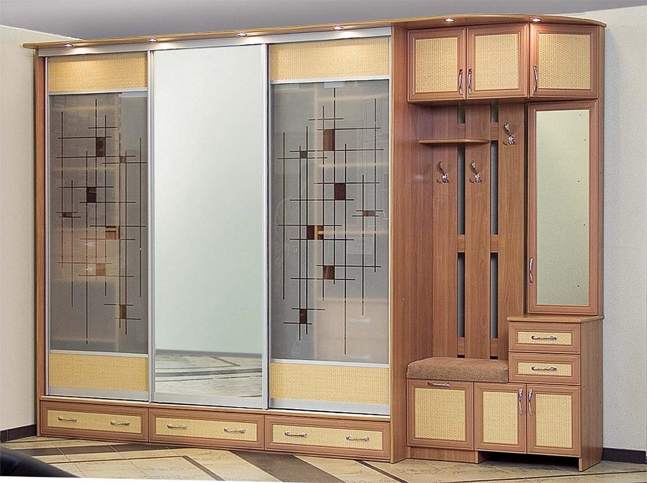 Шкаф купе трехдверный, форма, размеры, а также преимущества .