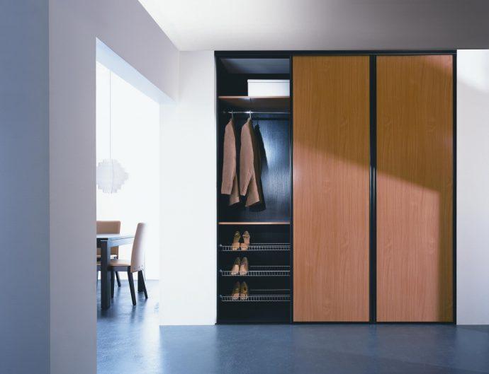 пристенный шкаф-купе в комнату