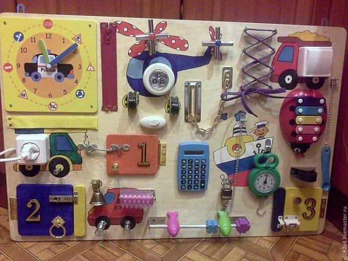 яркая бизиборд для малыша с картинками