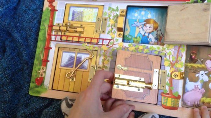интересная доска для ребенка с часами