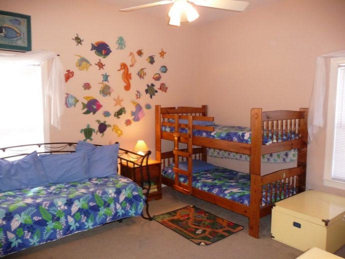 небольшая спальня для мальчика маленькая