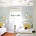 яркая спальня в стиле прованс для девочки картинка