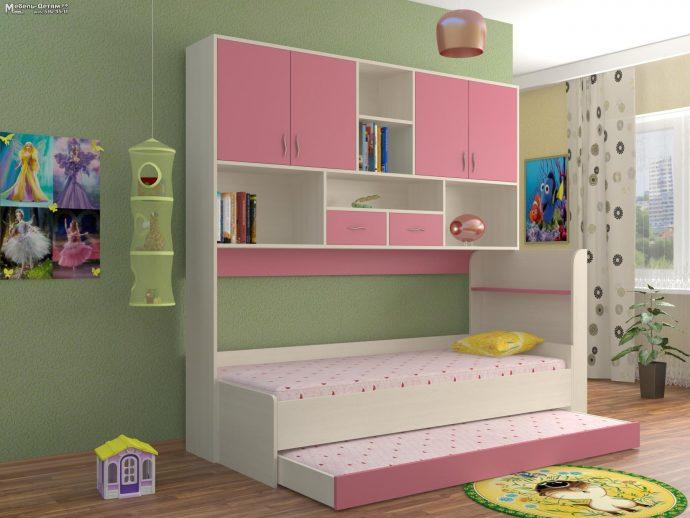 яркая функциональная мебель в детскую для девочки