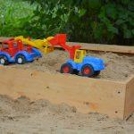 светлая детская песочница на улице своими руками