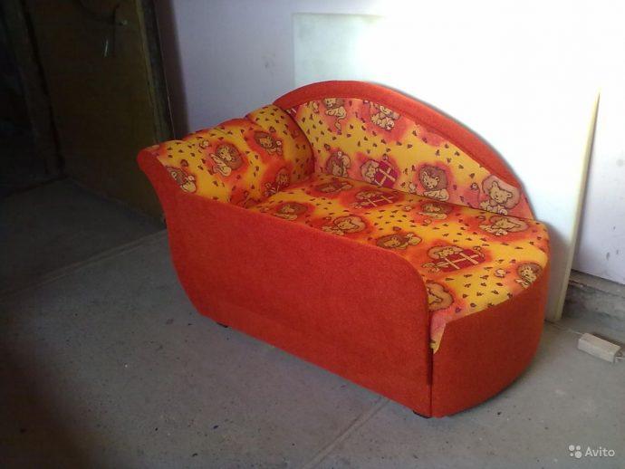 большая диван кровать для ребенка в спальне пример фото
