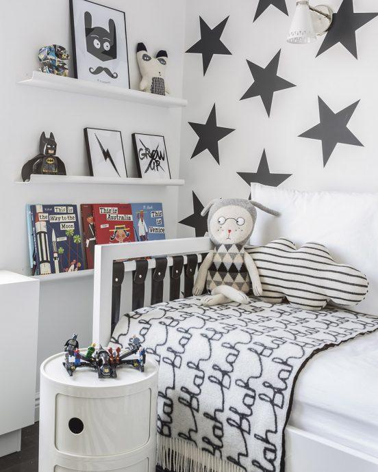 большая детская комната в квартире