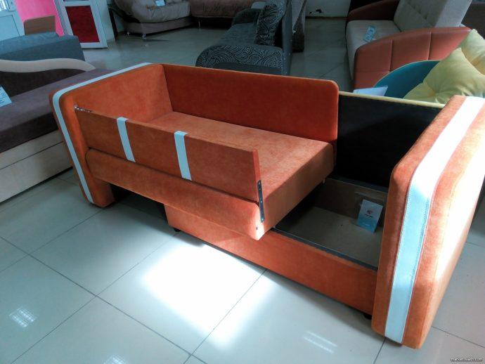 красивая кровать для детей в комнате