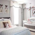 прозрачные шторы в комнату в интерьере спальни фото