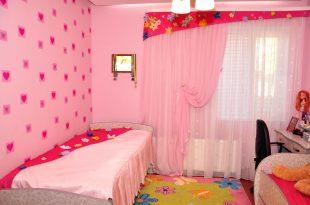 цветные шторы в детскую комнату в интерьере комнаты дизайн