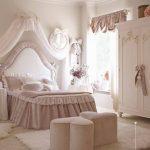 прозрачные шторы в спальню для девочки в интерьере дизайн